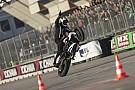 Prodotto Fotogallery: lo stuntman Kevin Carmichael esalta il Motor Show