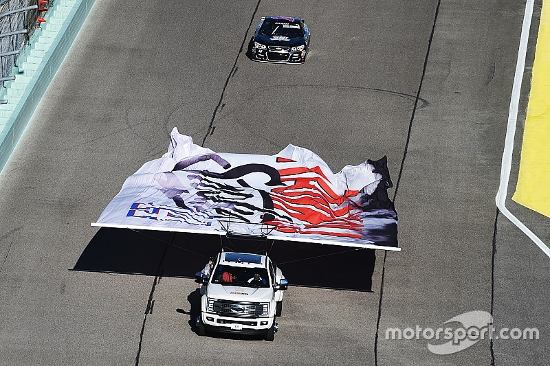 Stewart bids farewell to NASCAR competition, defiant to the end