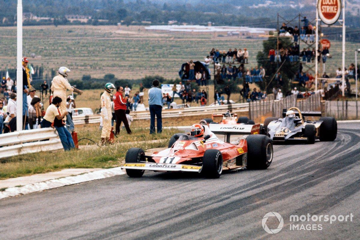 Niki Lauda, Ferrari 312T2 leads Jody Scheckter, Wolf WR1 Ford and James Hunt, McLaren M23 Ford