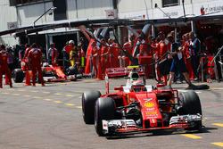 Kimi Raikkonen, Ferrari SF16-H and Sebastian Vettel, Ferrari SF16-H in the pits
