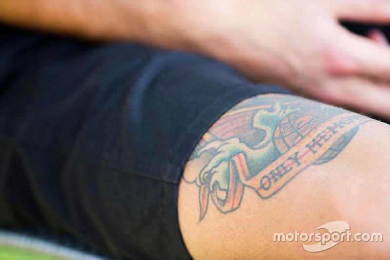Daniel Ricciardo, Red Bull Racing tattoo on his leg at Australian GP