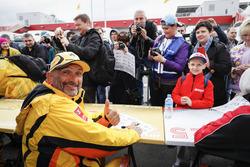 Autograph session: Gabriele Tarquini, LADA Sport Rosneft, Lada Vesta