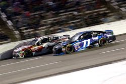 Kevin Harvick, Stewart-Haas Racing Chevrolet and Denny Hamlin, Joe Gibbs Racing Toyota