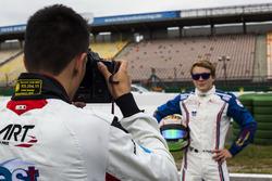 Alexander Albon, ART Grand Prix takes a photo of Matthew Parry, Koiranen GP