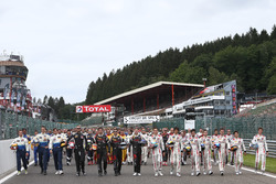 Group photo with all drivers