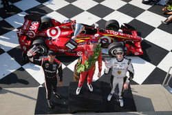 Podium: winner Scott Dixon, Chip Ganassi Racing Chevrolet, second place Josef Newgarden, Ed Carpenter Racing Chevrolet, third place Helio Castroneves, Team Penske Chevrolet