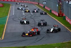 Daniel Ricciardo, Red Bull Racing RB12 and Nico Hulkenberg, Sahara Force India F1 VJM09