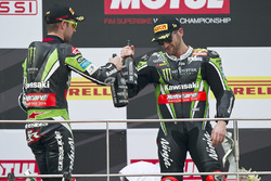 Podium: race winner Tom Sykes, Kawasaki Racing, Jonathan Rea, Kawasaki Racing