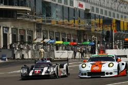 #1 Porsche Team Porsche 919 Hybrid: Timo Bernhard, Mark Webber, Brendon Hartley, #86 Gulf Racing Porsche 911 RSR: Michael Wainwright, Adam Carroll, Ben Barker
