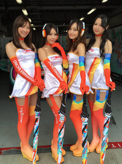 Lovely Goodsmile Racing grid girls