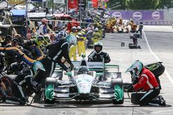 Simon Pagenaud, Team Penske Chevrolet pit action