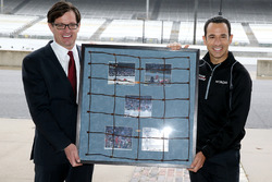 Helio Castroneves, Team Penske Chevrolet receives a piece of IMS fencing
