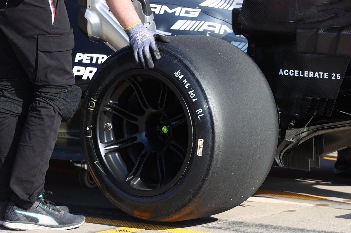 Los neumáticos de 18 pulgadas que Lewis Hamilton probó en Imola.