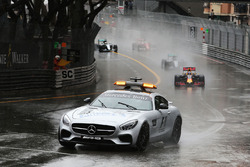 Temporada 2016 F1-monaco-gp-2016-daniel-ricciardo-red-bull-racing-rb12-leads-behind-the-fia-safety-car