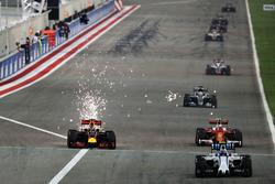 Daniel Ricciardo, Red Bull Racing RB12 and Kimi Raikkonen, Ferrari SF16-H