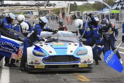Pit stop #99 Aston Martin Racing Aston Martin Vantage V8: Andrew Howard, Darren Turner, Alex MacDowall