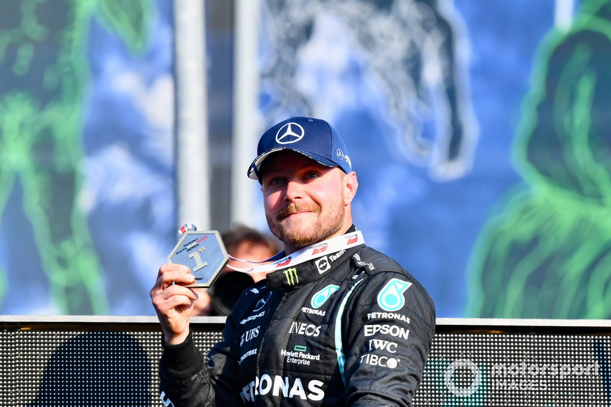 Valtteri Bottas, Mercedes, 1st position, with his winners medal after Sprint Qualifying