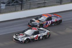 Kevin Harvick, Stewart-Haas Racing Chevrolet, Denny Hamlin, Joe Gibbs Racing Toyota