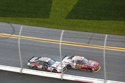 Joey Logano, Team Penske Ford; Chase Elliott, JR Motorsports Chevrolet