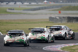 Norbert Michelisz, Honda Racing Team JAS, Honda Civic WTCC, Tiago Monteiro, Honda Racing Team JAS, Honda Civic WTCC, Rob Huff, Honda Racing Team JAS, Honda Civic WTCC in MAC3 qualifying