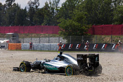 Nico Rosberg, Mercedes AMG F1 W07 Hybrid comes to a halt after a first lap collision with Lewis Hamilton, Mercedes AMG F1 W07 Hybrid