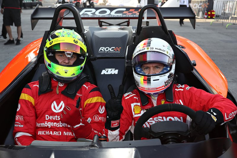 Mick Schumacher batte Sebastian Vettel nella Race of Champions
