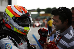 Arjun Maini, Jenzer Motorsport celebrates with karun chandhok