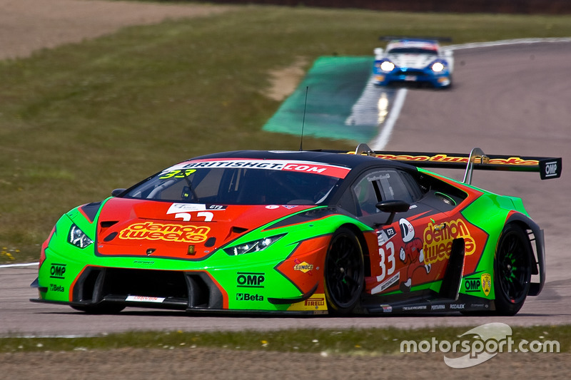 33 barwell motorsport lamborghini huracan gt3 jon minshaw phil keen at rockingham. Black Bedroom Furniture Sets. Home Design Ideas