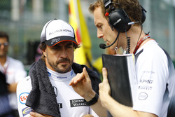 Temporada 2016 F1-belgian-gp-2016-fernando-alonso-mclaren-talks-to-engineer-mark-temple