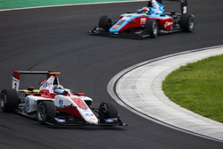 Alexander Albon, ART Grand Prix leads Arjun Maini, Jenzer Motorsport