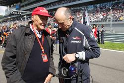Niki Lauda, Mercedes Non-Executive Chairman with Franz Tost, Scuderia Toro Rosso Team Principal on the grid