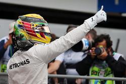 Temporada 2016 F1-brazilian-gp-2016-lewis-hamilton-mercedes-amg-f1-celebrates-his-pole-position-in-qualif