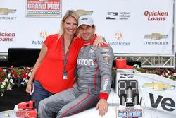Race winner Will Power, Team Penske Chevrolet with his wife, Liz Power