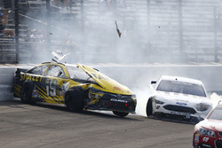 Carl Edwards, Joe Gibbs Racing Toyota, crash