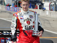 IRL: Wheldon takes pole at Motegi