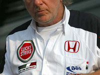 Button not reason for Richards' departure