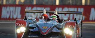 Le Mans Leaders push hard as daylight returns
