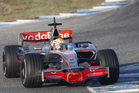 Hamilton turns first laps in McLaren MP4-23