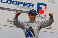 Dias wins tyre lottery at Snetterton