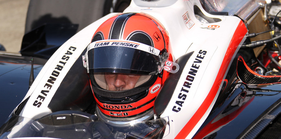 Castroneves wins Motegi battle