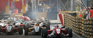 Signature dominate Macau qualifying race