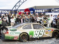 Edwards notches Las Vegas victory