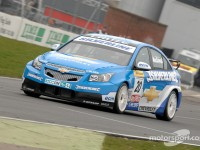 Alex MacDowall to stay in BTCC