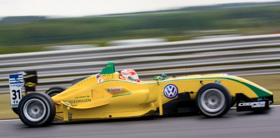 Nasr Extends Points Lead In Brands Hatch 3rd Race
