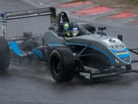 Pye wins Sprint Race at Rockingham