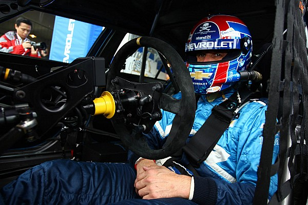 Alain Menu, Yvan Muller split wins at Shanghai