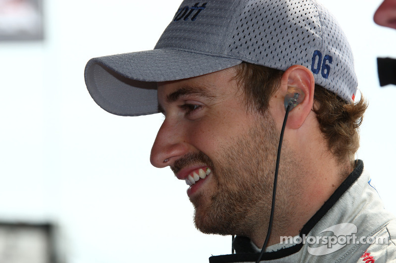 Andretti Autosport signs Hinchcliffe for 2012