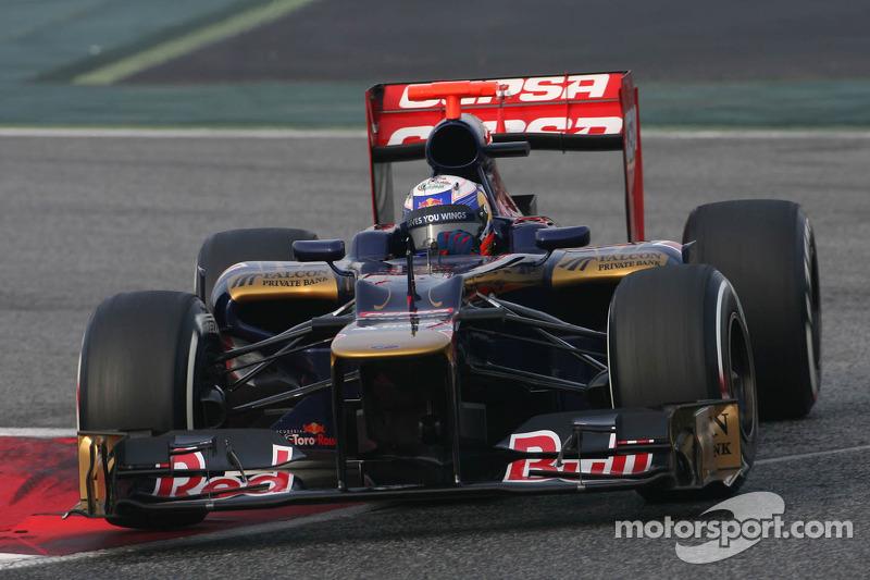 Ricciardo told to push, not fear crashes