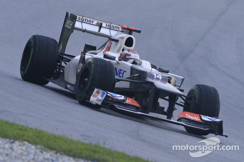 Sauber undecided on copying Mercedes F-duct