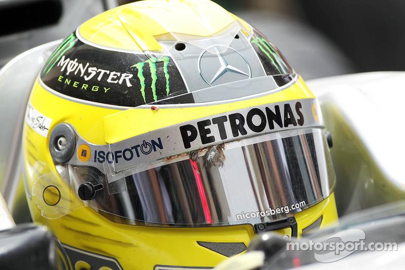 Bird hits Rosberg's helmet in Bahrain practice